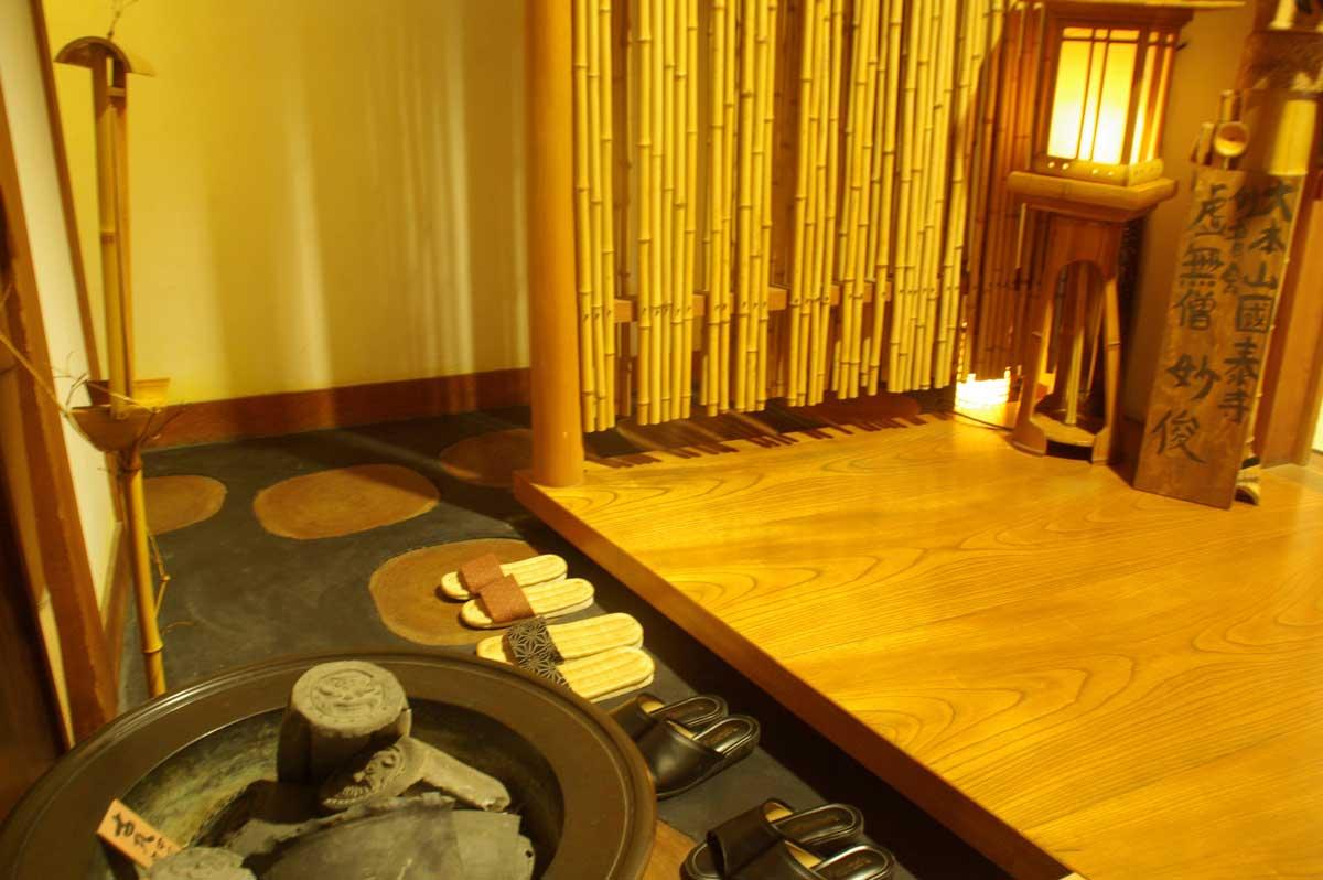 竹の趣ある店内