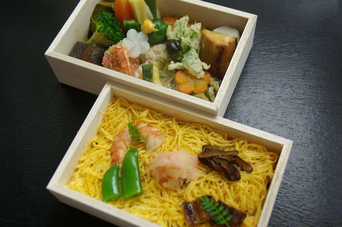 ちらし寿司付き二段弁当